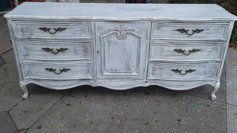 Le Chataeu Home Decor and furniture is inspired by French Provincial and French Countryside.