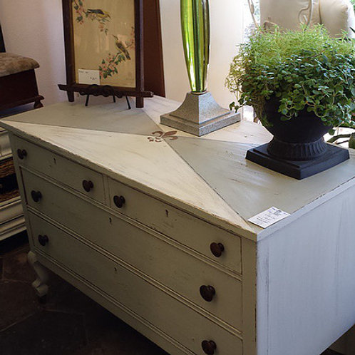 CHATEAU CHIC ACCENT DRESSER