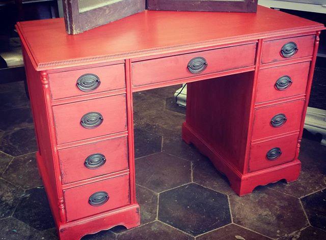 We _3 RED_#red #redhot #desk #furnituredesign
