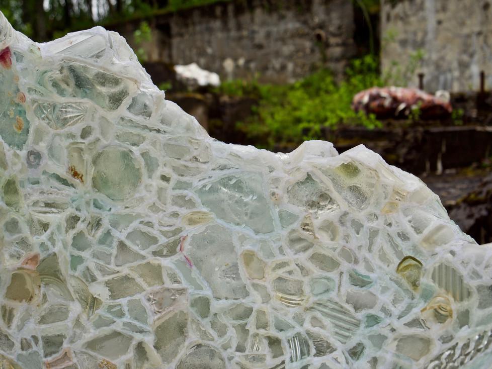 Selma Köchling - Skåler, 2017-2021, glass, keramikk, smeltelim, 20x35x40cm - 120x150x90cm