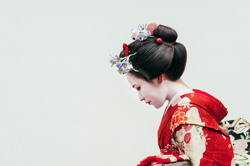 Mujer japonesa con traje tradicional