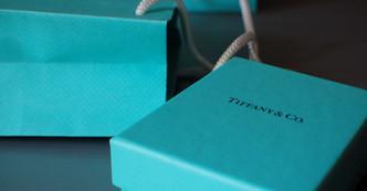 Se suspende la multimillonaria compra de Tiffany & Co y surge la demanda y contrademanda.