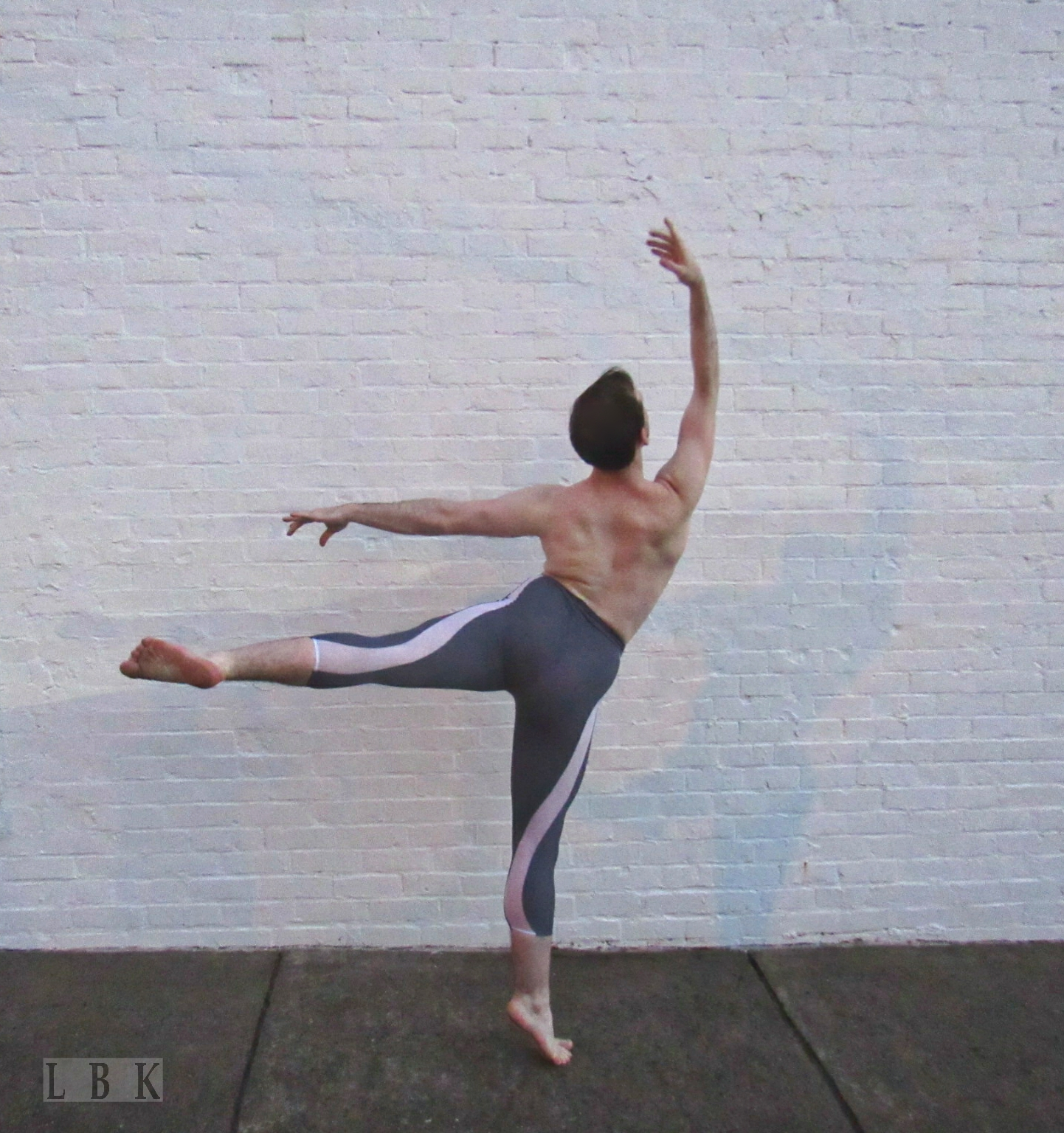 Sean Daly, @seantheswan of Nashville Ballet 2, wears Mesh Men's Tights in  Steel and White Mesh