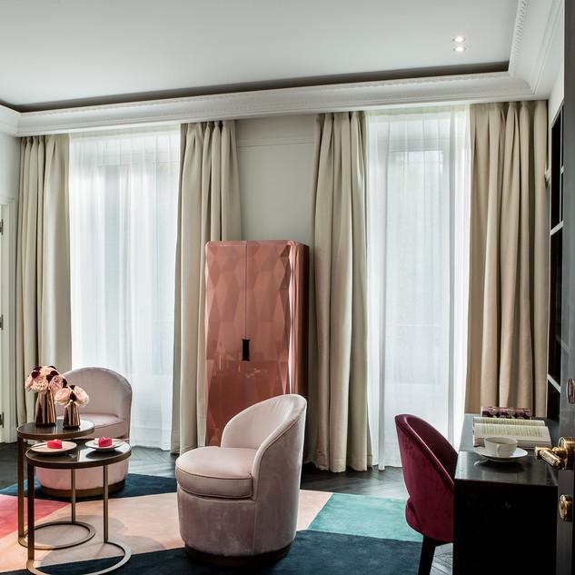 Deluxe suite 305 salon.jpg
