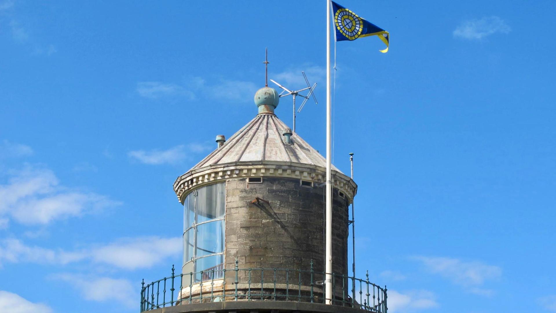 2017-06-28 Bidston Lighthouse flag-2.jpg