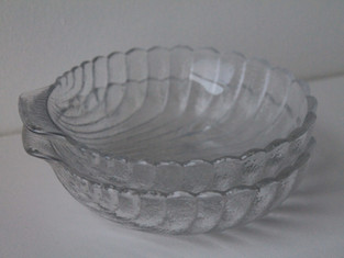 Set of 2 Glass Shell Dishes