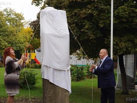 В Ейске открыт памятник врачу Владимиру Будзинскому работы Николая и Алексея Буртасенковых