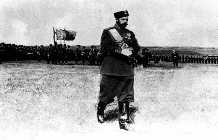 Император Николай II перед войсками, 1915 год. © Фотохроника ТАСС