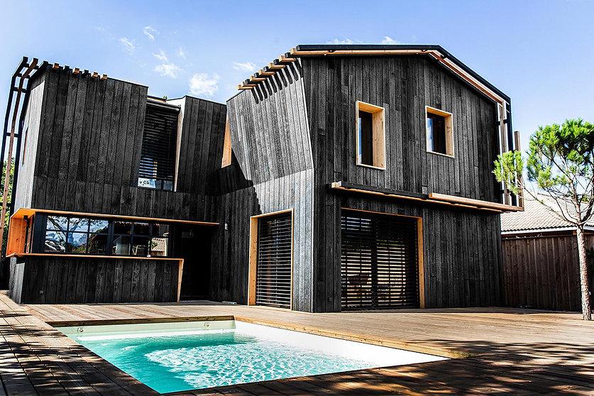 Maison en Bois Brulé (Shou-Sugi-Ban) contemporaine à l'esprit cabane à Lège Cap ferret
