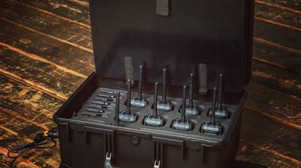 Встроенные зарядные устройства в кейсе L