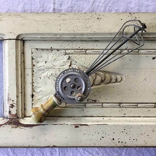 フランス アンティーク ビンテージ 手動泡立て器 ハンドミキサー  木のハンドル