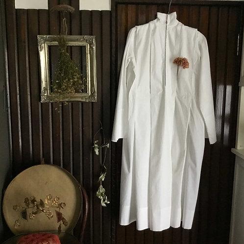 フランス ビンテージ 司祭服/信徒服  アルバ(アルブ) ハイネック 女性用