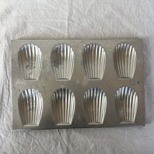 フランスアンティーク Tournus Unis マドレーヌモールド6個用 シェル型 マドレーヌ型 (純アルミニウム)