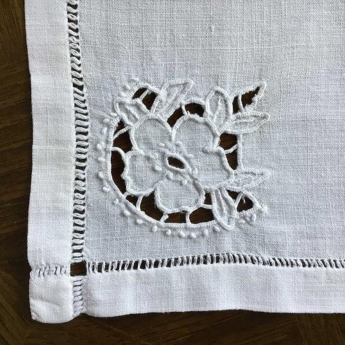 (在庫12) フランス アンティーク テーブルナプキン 花 カットワーク刺繍 26 x 28/29 cm