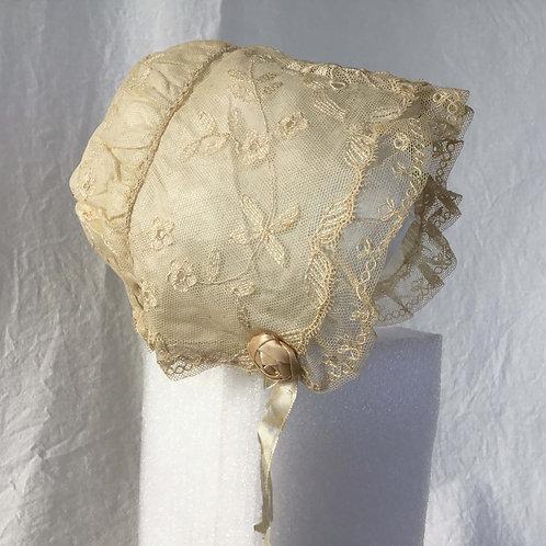 フランス アンティーク ボネ ドール/ベビー用 エクリュ 蝶の刺繍とバラの装飾(送料無料)