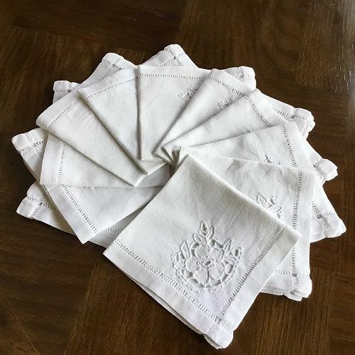 フランス アンティーク セルヴィエット テーブルナプキン 花 カットワーク刺繍 26 x 28/29 cm (在庫12)