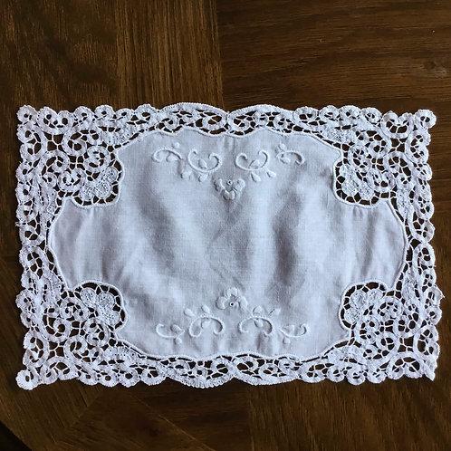 フランス アンティーク コットン ドイリー テーブルセンター  バテンレース 白刺繍 27 x 18 cm