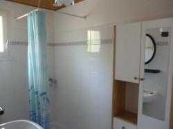 salle-de-bains-location-vacances.JPG