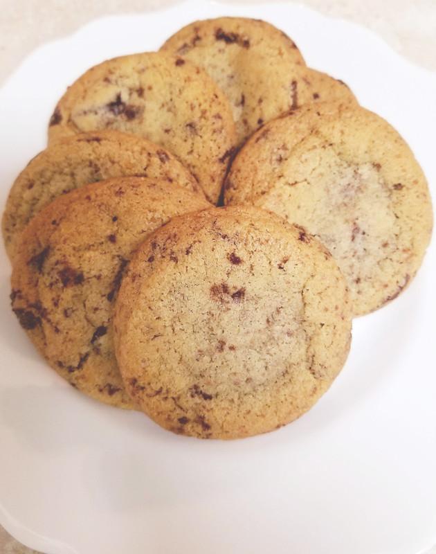 Dark chocolate cookies with sea salt