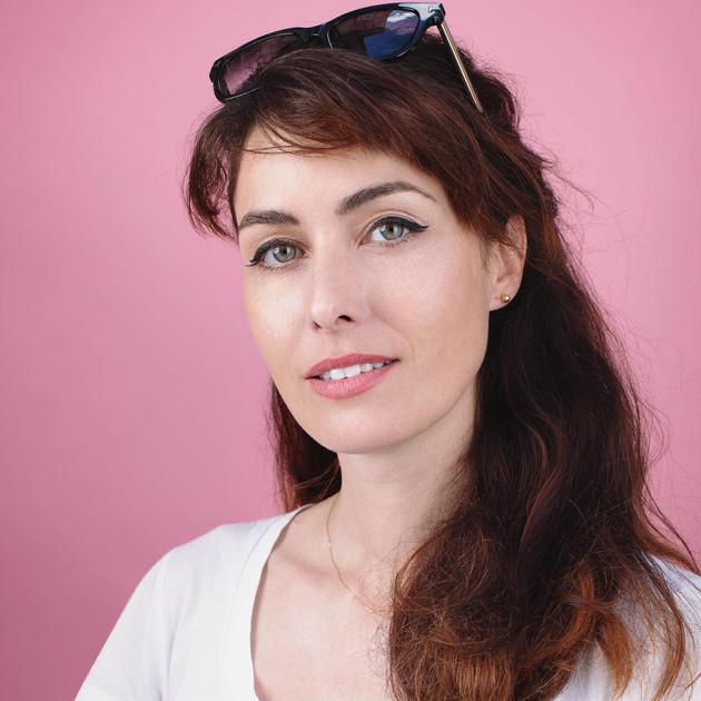Portrait d'Emilie Loison, directrice des école de danse Burlesque à Paris