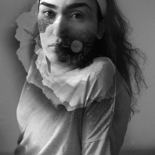 La jeune fille et la Fleur