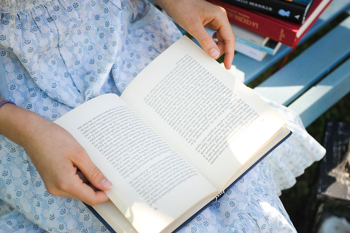 libro in grembo.jpg