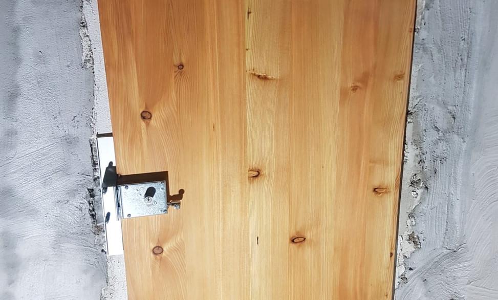 Porte bois renforcée - Menuiserie Nendaz, Valais