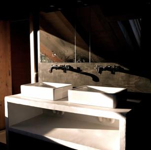 Meuble de salle de bain rustique et moderne