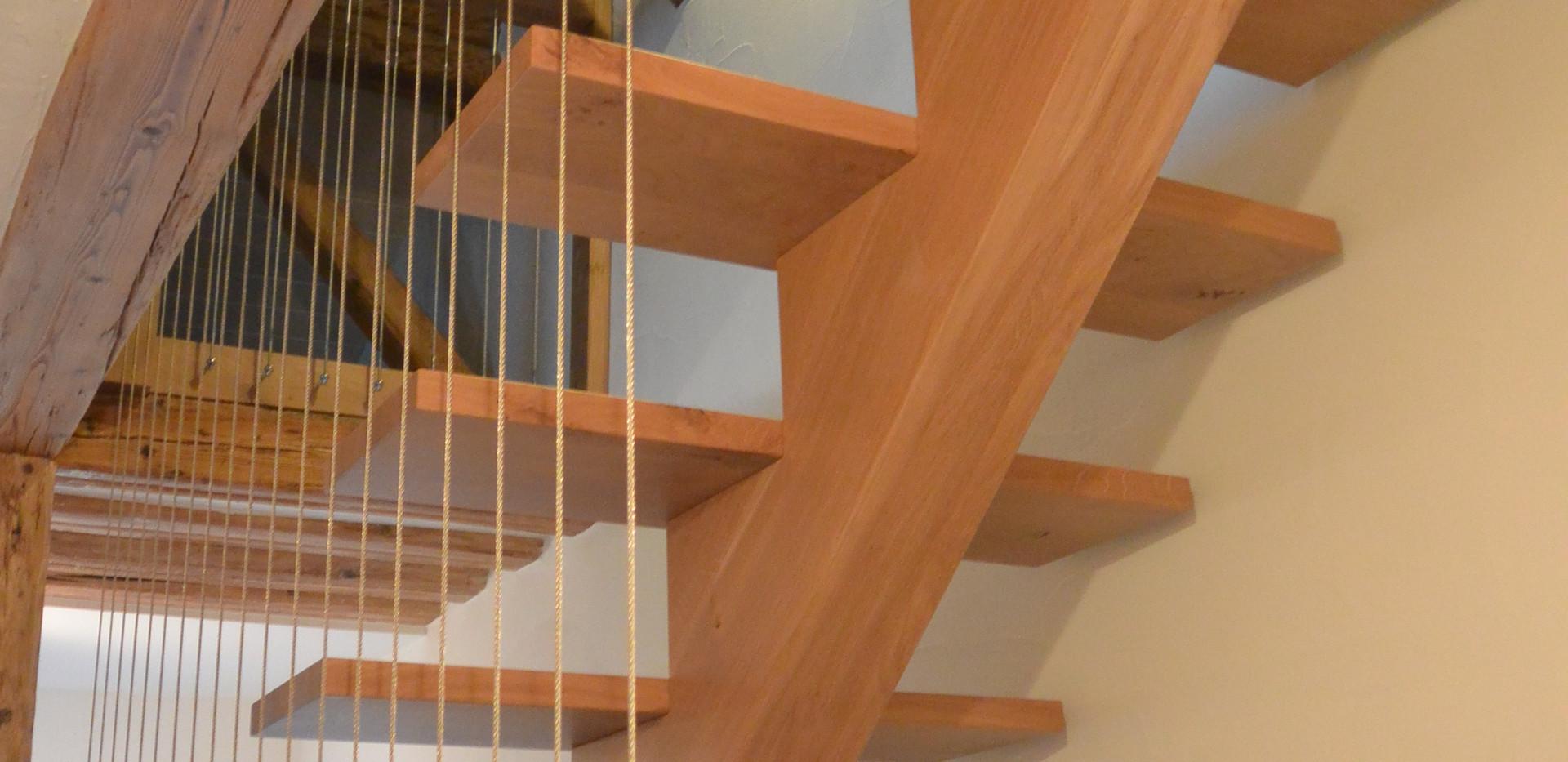 Escaliers bois sur mesure - Menuiserie Valais