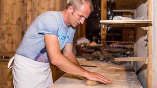 Notre Boulanger à l'ouvrage