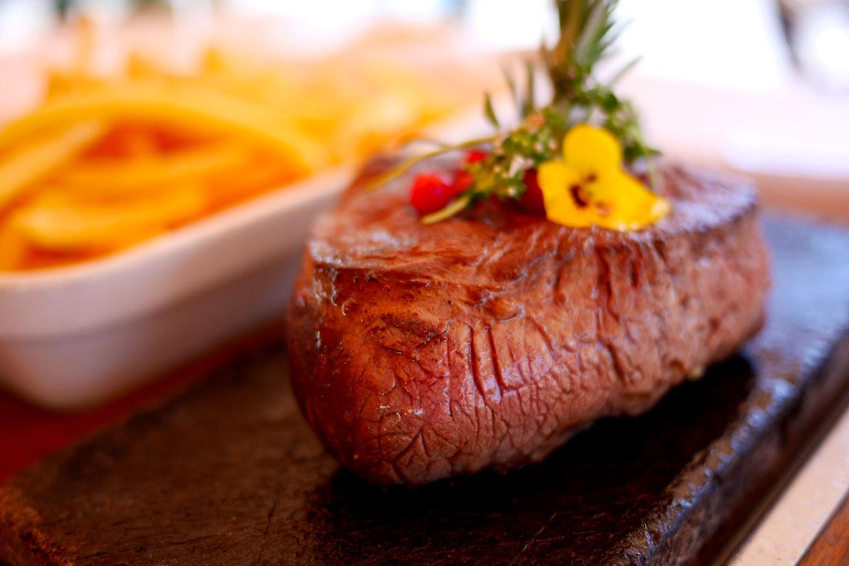 viande sur ardoise - restaurant verbier.