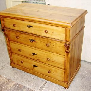 Commode classique en bois