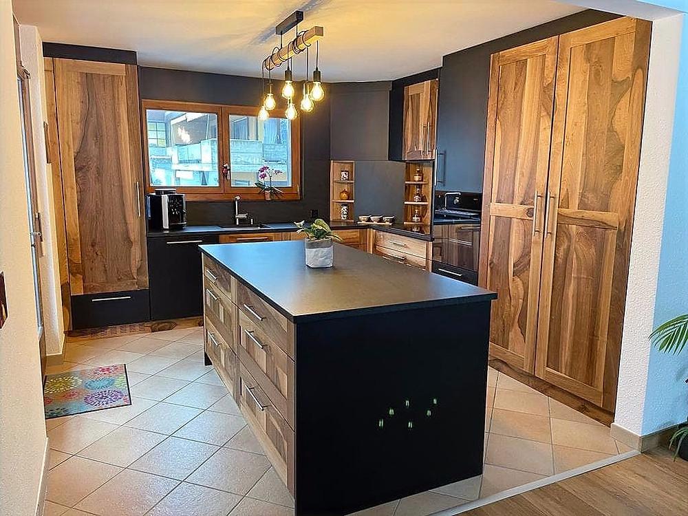 Rénover cuisine Valais - rénovation cuisine en noyer du Valais