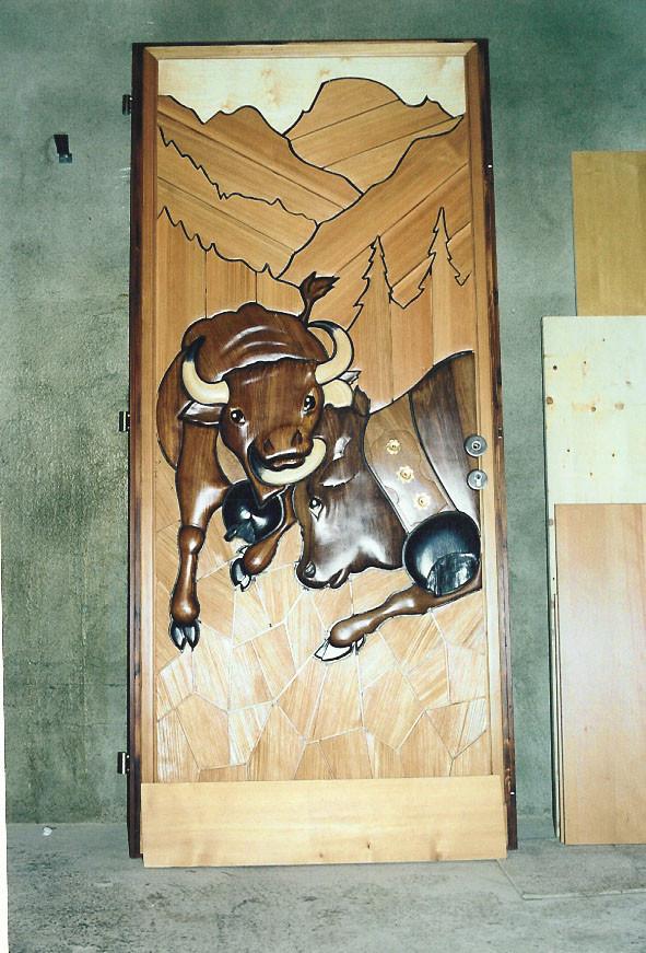 Porte bois avec gravures relief - Menuiserie