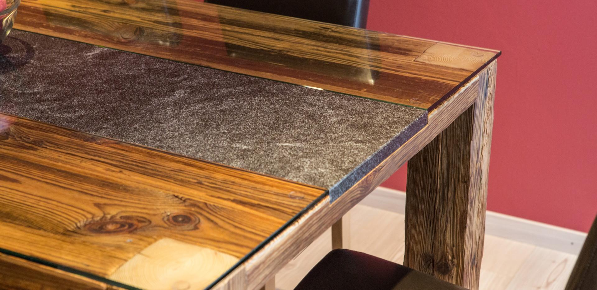 Chalet bois, Nendaz - Table en vieux bois sur mesure
