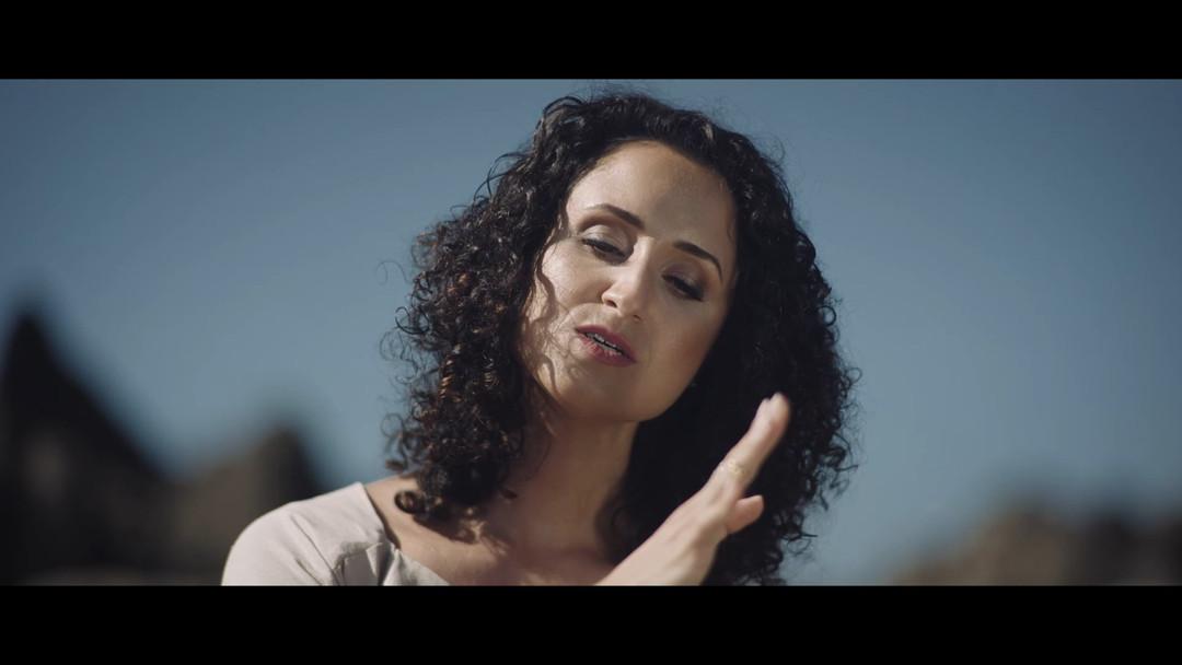 Maria Mendae-Barco Negro.mov_snapshot_05