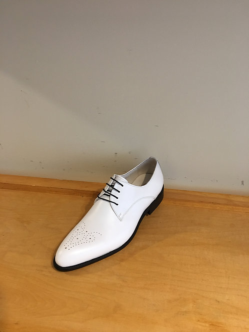 Carrucci White Lace-Up Oxford