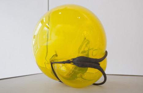 Silvia Vendramel, Soffio#12, 2014, vetro soffiato e bronzo, cm. 20x22x16