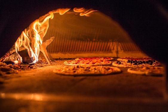 Pizza_forno_legna_Biella.jpg