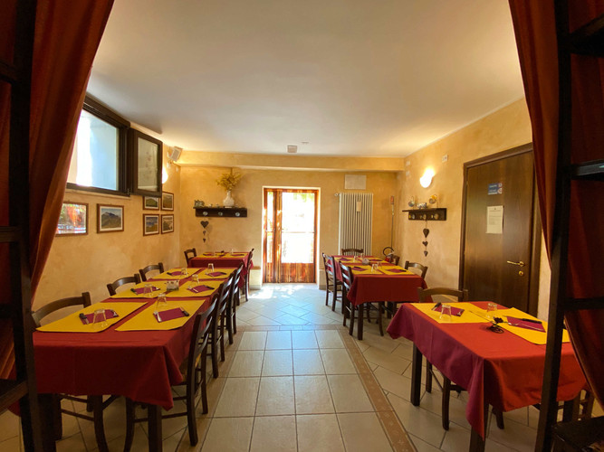 Pizzeria interno.jpg