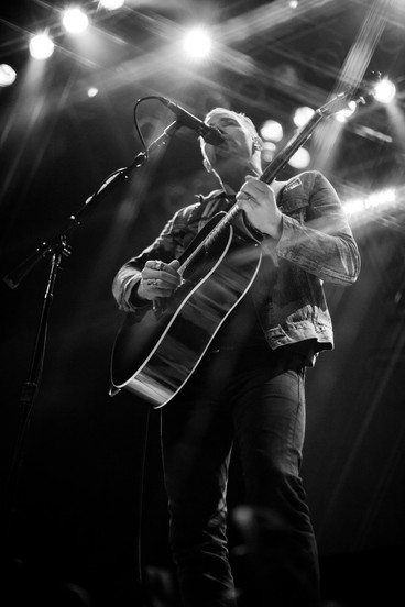 bw acoustic.jpg