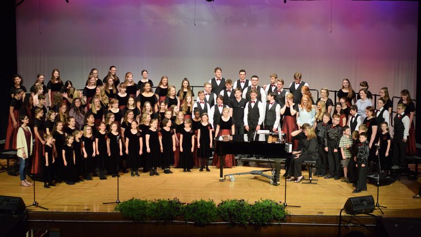 2019 Spring Concert Choir and Alumni.