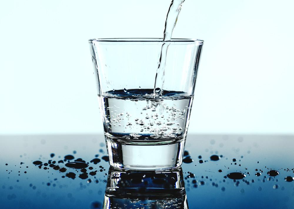 น้ำโอโซนในแก้ว