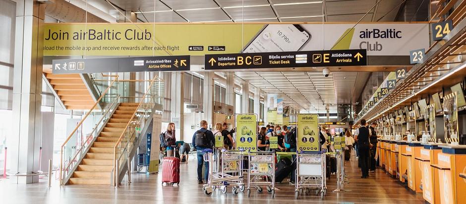 """Pasažieru skaits lidostā """"Rīga"""" augustā sasniedz gandrīz pusi no pirmskrīzes apjoma"""