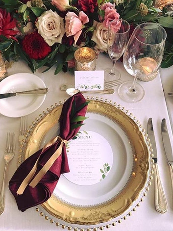 How beautiful are these place settings!!
