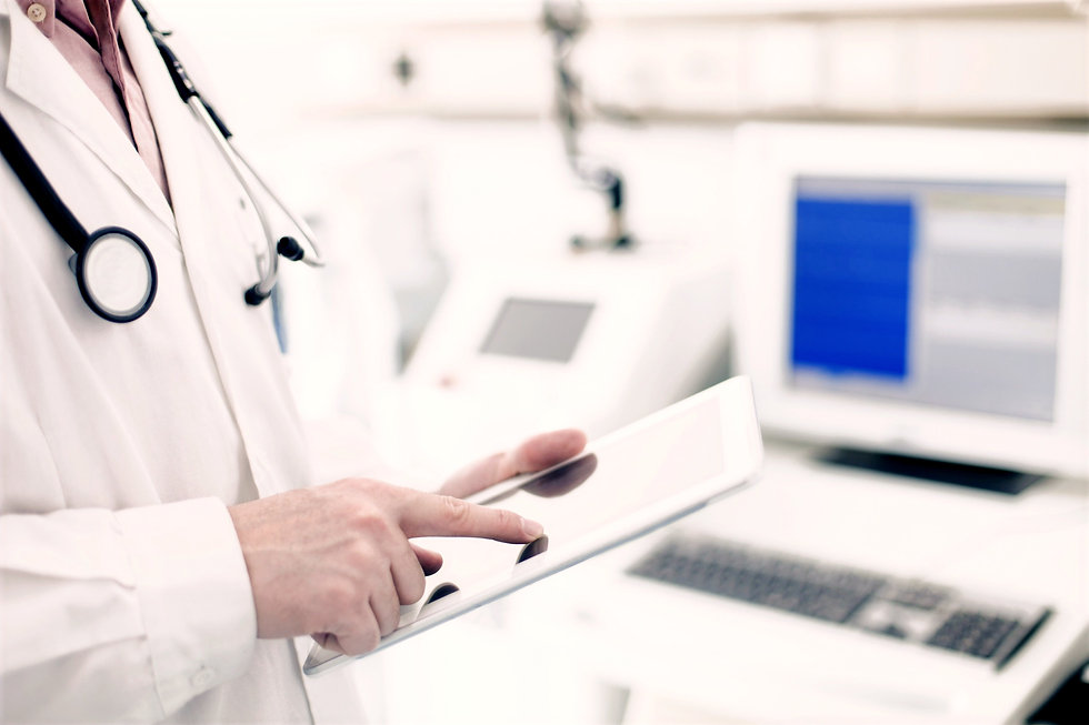 Doctor%2520Using%2520Digital%2520Tablet_