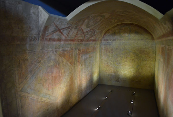 Double barrel vaulted tomb with wall pai