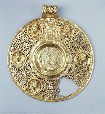 Medallion with a coin bearing the portra