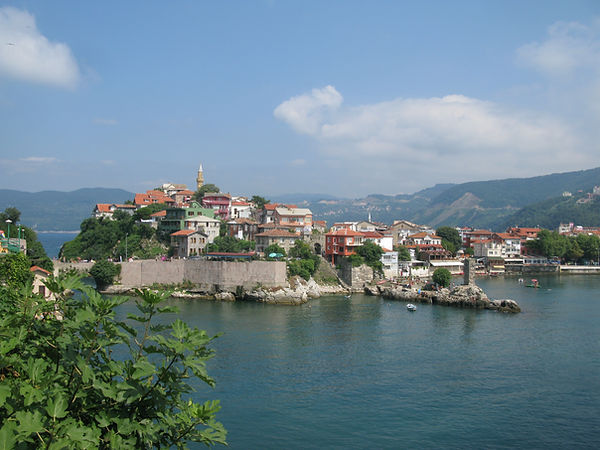 Amasra,_Turkey,_Castle,_view_from_the_is