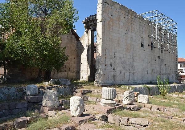 Temple of Augustus and Roma (Ankyra).jpg